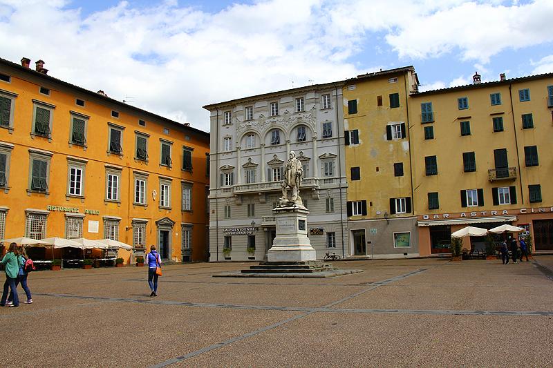 Piazza del Giglio near our hotel