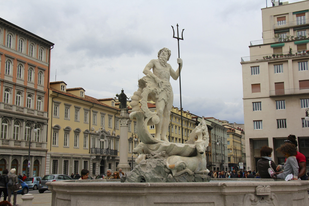 Fountain that accurately describes Trieste's ties to the sea